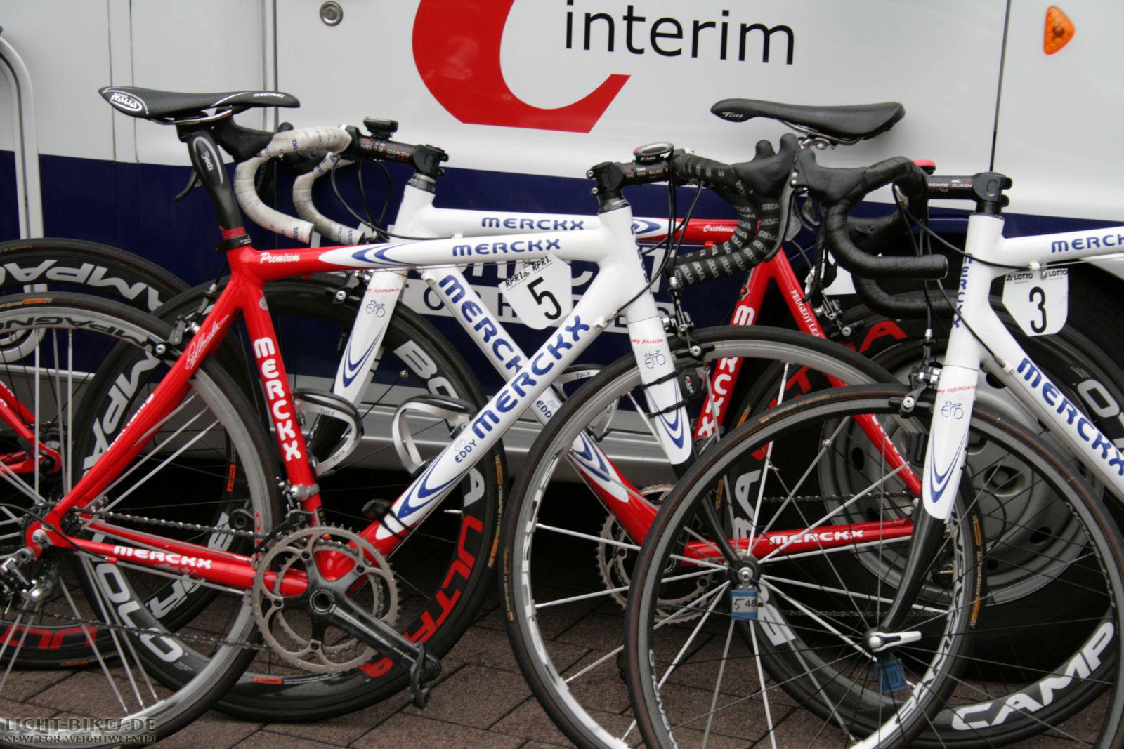 Eddy Merckx: Premium vs. Racing
